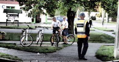 Rendőrök és polgárőrök segítik a közlekedést